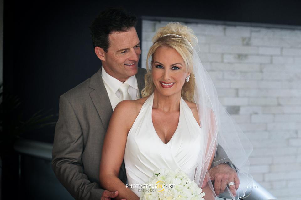 bride and groom los cabos
